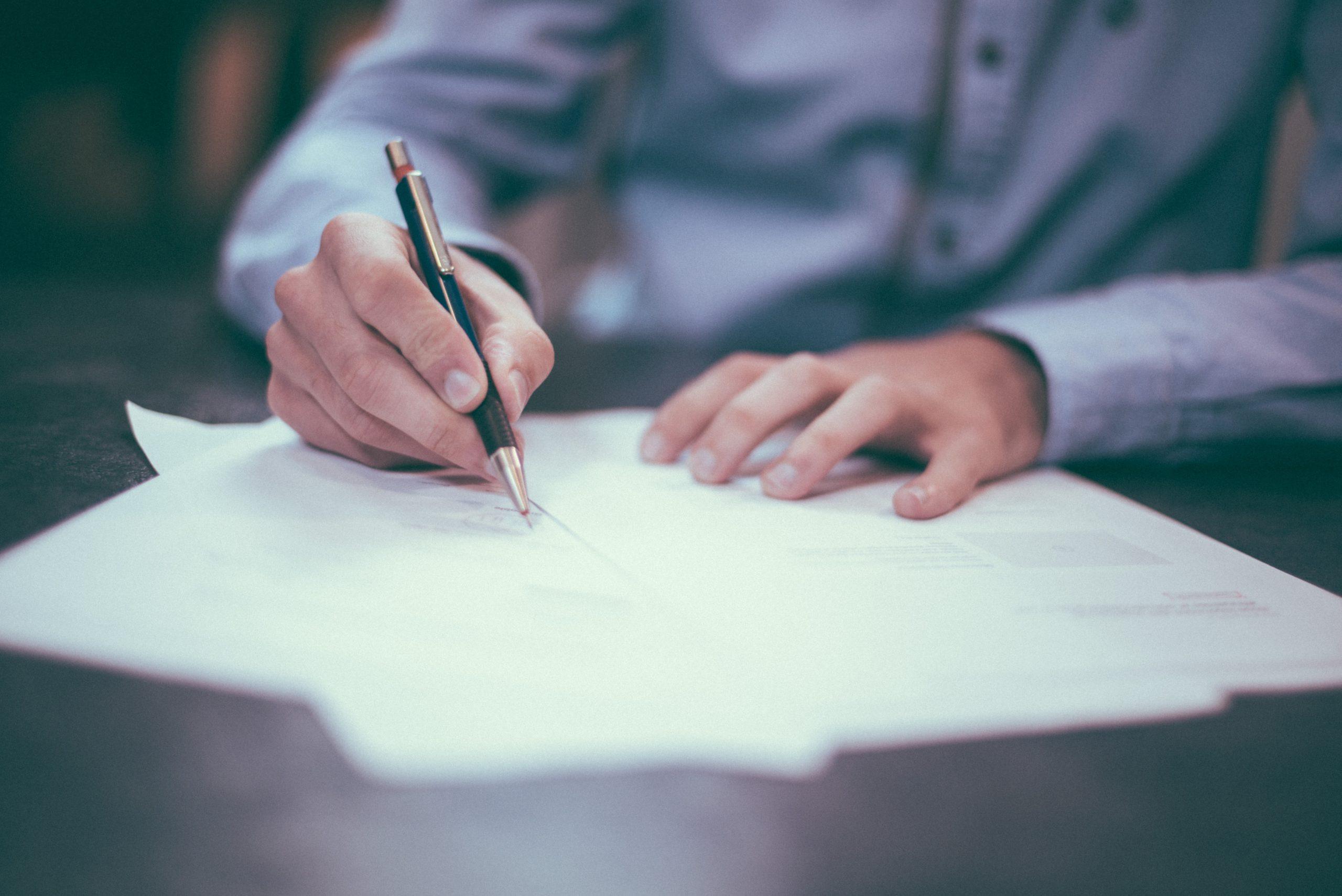 Le contrat de travail, le cahier des charges et le règlement du personnel